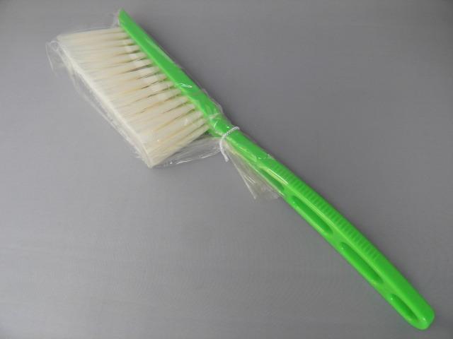毛先が硬いハードタイプのブラシ、洗車には不適
